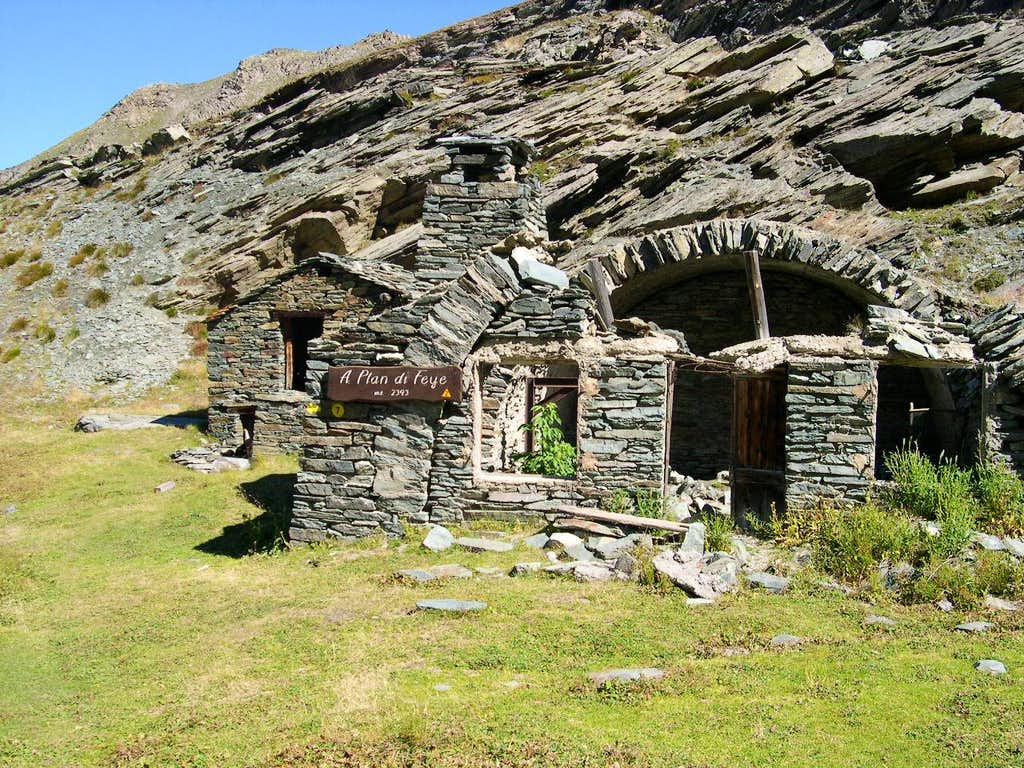 The characteristic pastures huts of Plan di Feye <i>2393 m</i>
