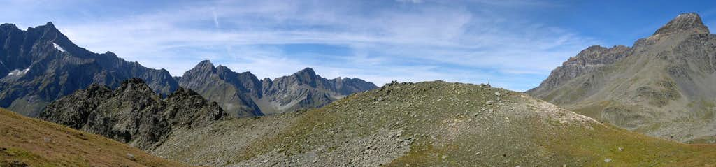 Panoramic view of the south side of the Testa di Entrelor  <i>(2580 m)</i>