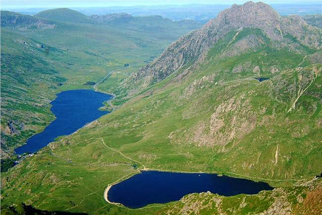 Tryfan, lake (Llyn) Ogwen and...