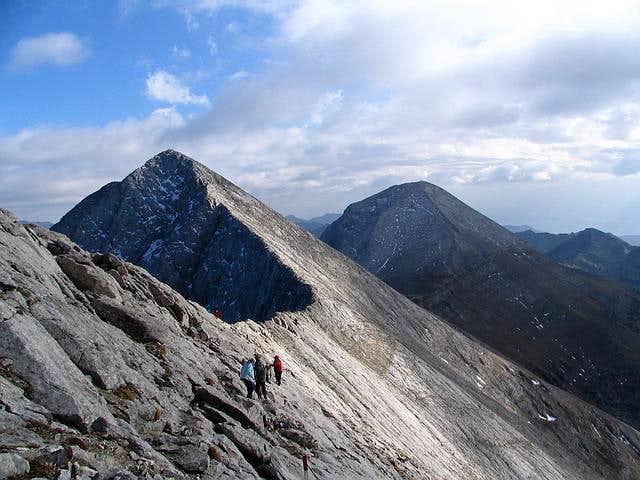 Kutelo (2908 m) on left and...