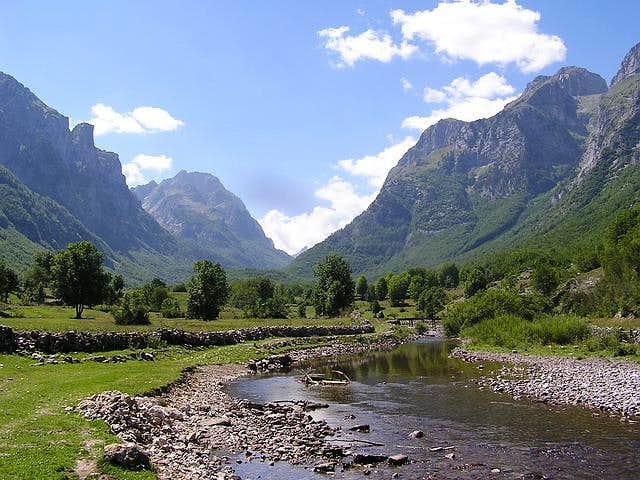 Ropojana Valley