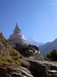 Buddhist stupa near Pangboche...