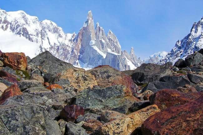 Cerro Torre y rocas noviembre...