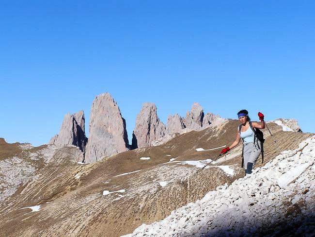 Ascending to Col da la...