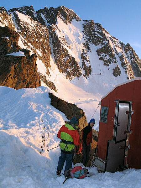 The Oggioni hutte at 3150 m...