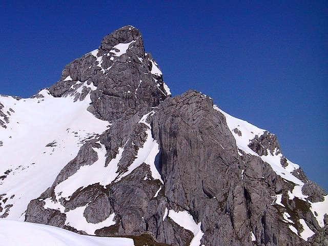 Lucin Vrh (2396 m, right)...