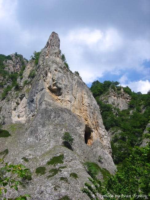 A rock in the Tresonechka...