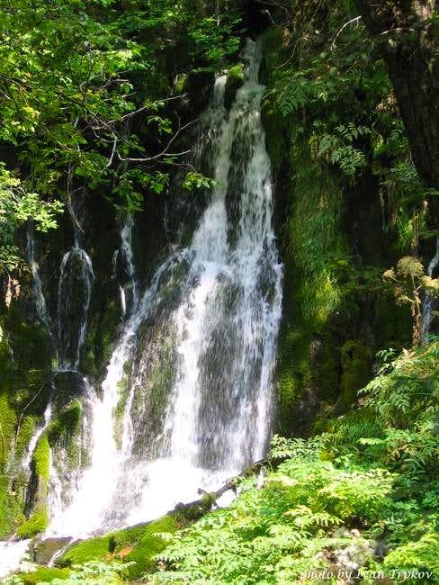 Waterfall on Tresonechka river