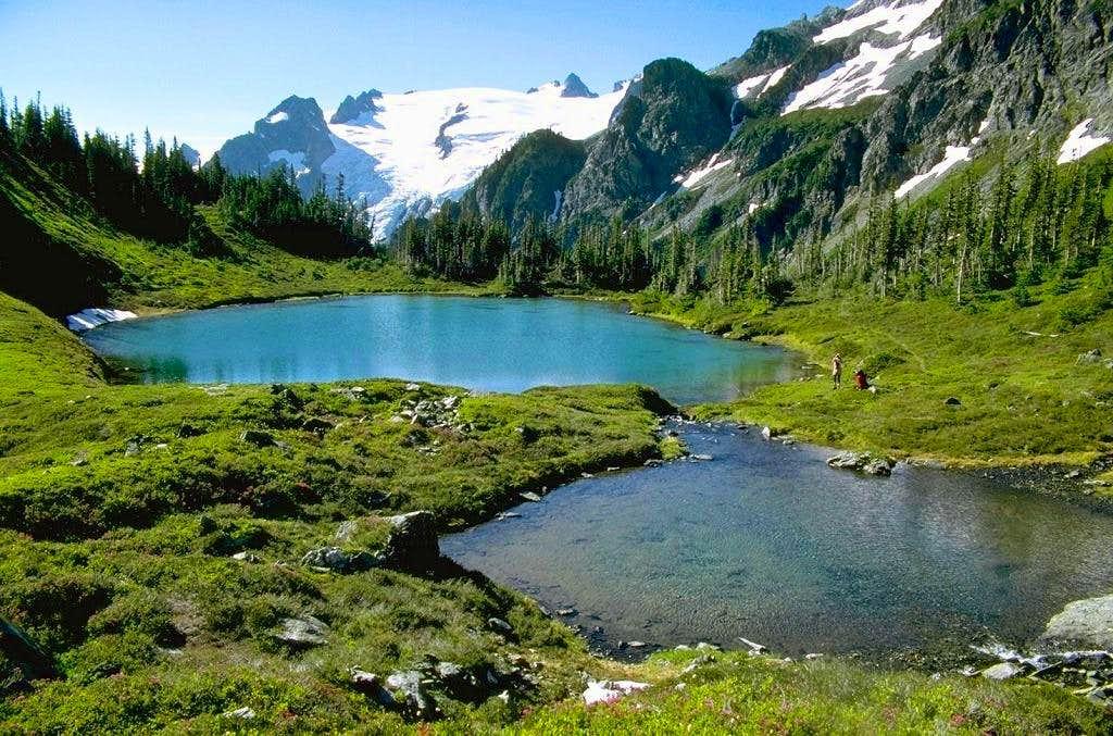 The lower Yang Yang Lake with...