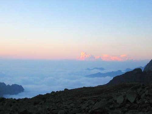 Sea of clouds under Becco...
