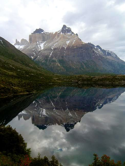 Los Cuernos reflected in Lago Scottsberg