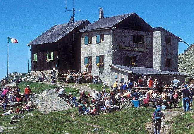 Weisskugel hut (July 1999)