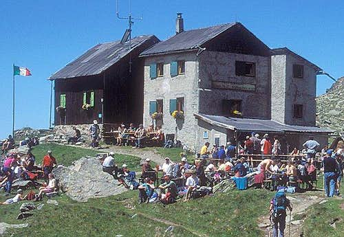 Weisskugel hut (July 1999)