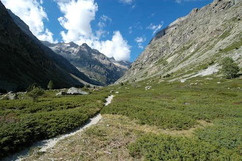 Etançons small valley