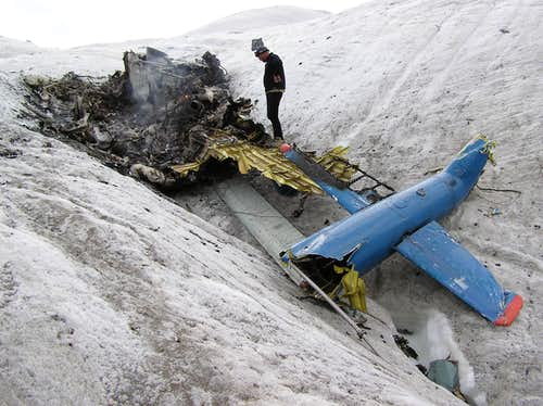 Helicopter crash at Khan Tengri and Pik Pobeda's base camp