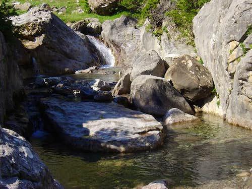 Crossing the river in Salto...