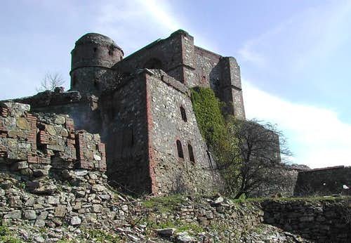 The fortress  built since 1756 on Monte Diamante\'s summit