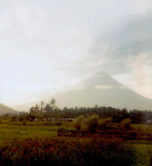 Mayon volcano, May 2000,...