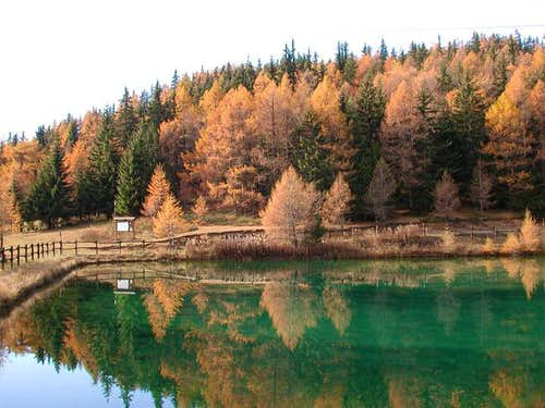 The nice lake of Joux in autumn
