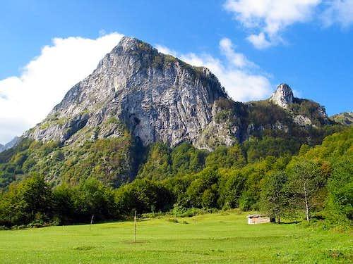 Volusnica (1879 m) peak seen...