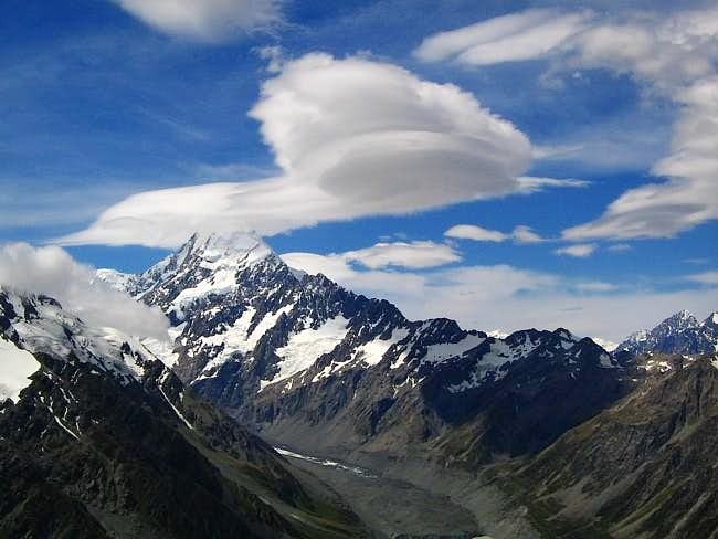 Lenticular cloud over Aoraki / Cook (New Zealand)