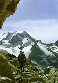 Huge rocks just near the edge...
