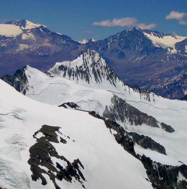 La mano is the steep peak in...