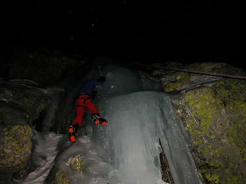 Nigth ice climbing in the...