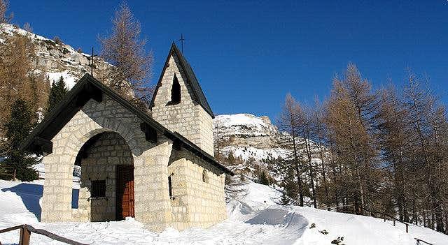 Little church near Lancia...