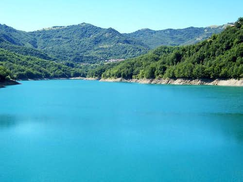 Brugneto's Lake and the...
