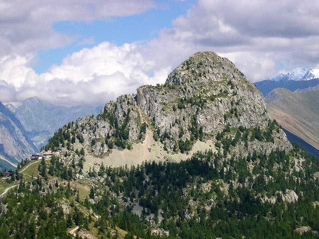 Mont Chetif SW side from the trail<br>coming from Checroit lake