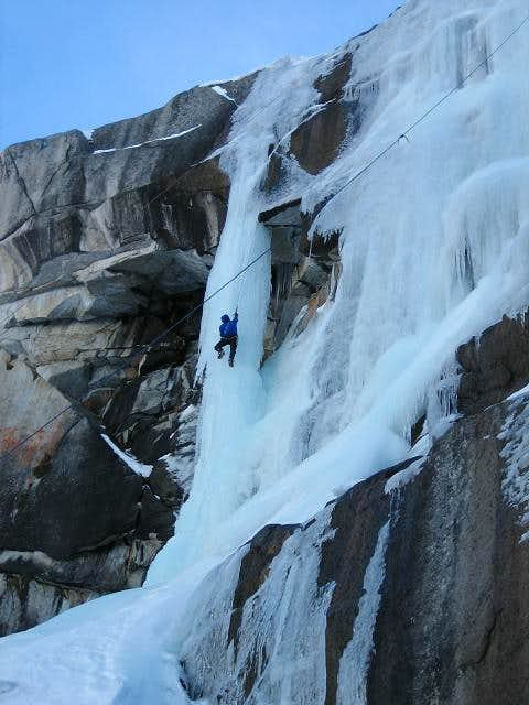 29-Jan-2006: Tokopah Falls -...