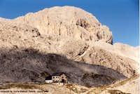 Refugio de Antermoia in front...