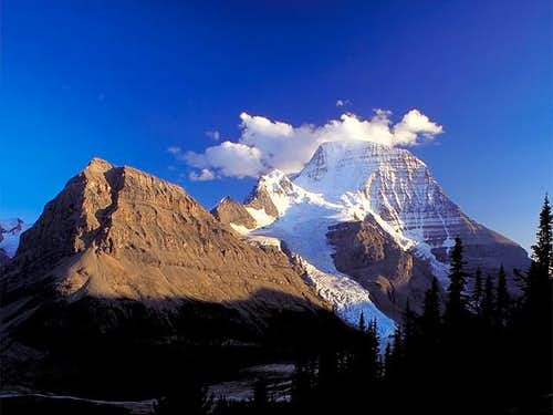 Simply Mount Robson (3954 m)...