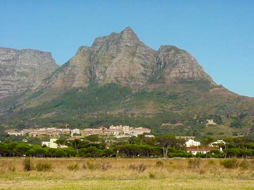 Devil's Peak from the east....