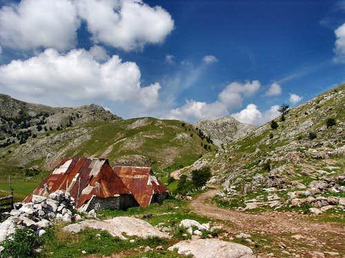 Gradina huts