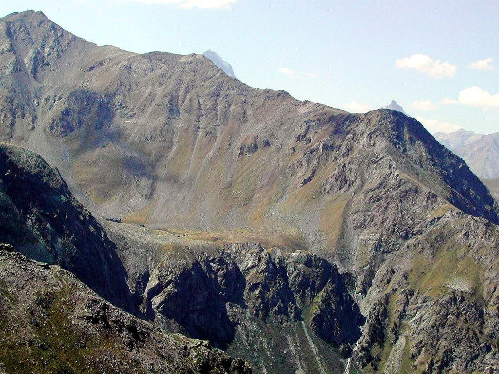 Alpe di Arbolle Hut <i>2510m</i> <br>and Colle di Chamolè <i>2641m</i>