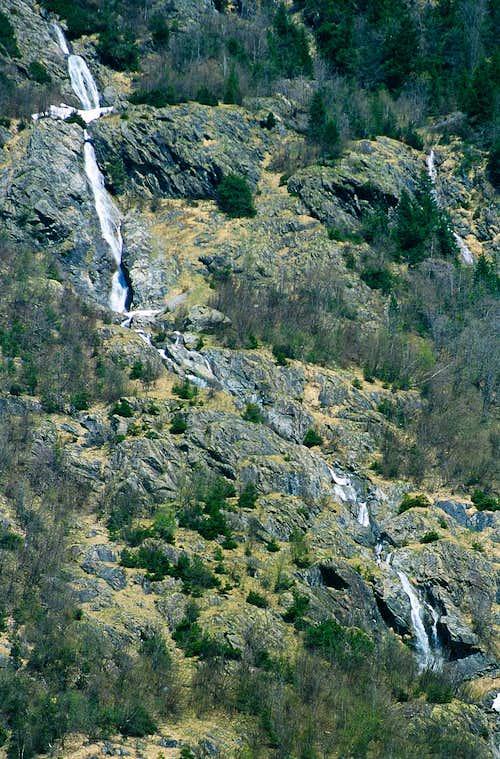 Gadmen waterfall