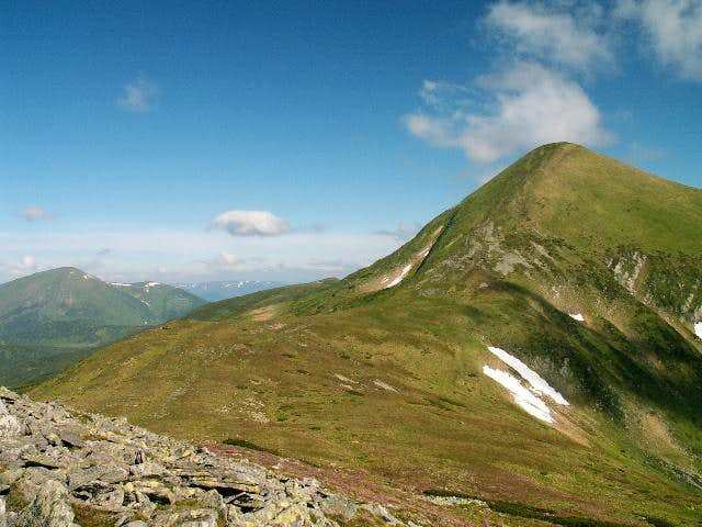 Hoverla from south