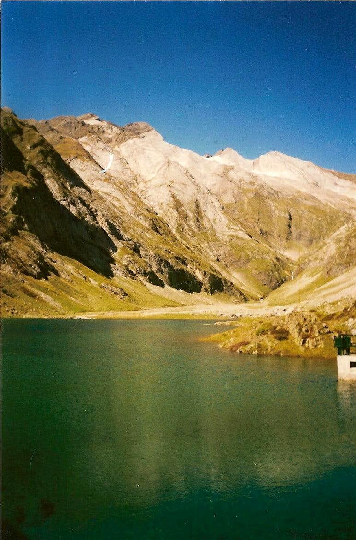 Vignemale from barrage de ossoue