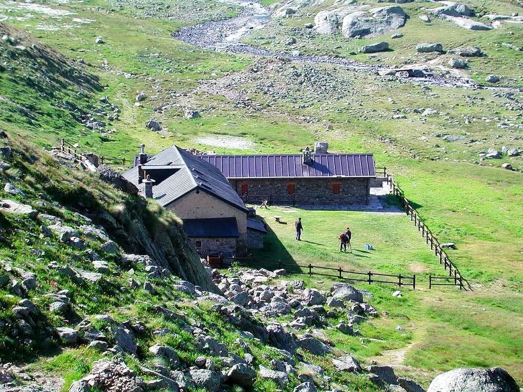 Rifugio Ernesto Menabrèaz  <i>(2542 m)</i>