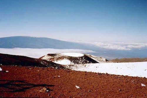 Mauna Loa (background) & Puu...