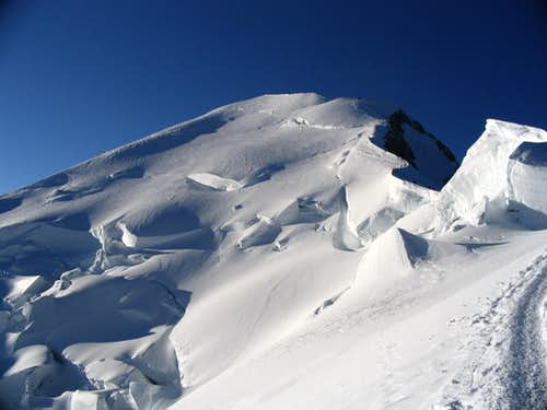 View of summit of Monte Bianco.7/2005