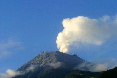 Tungurahua erupting