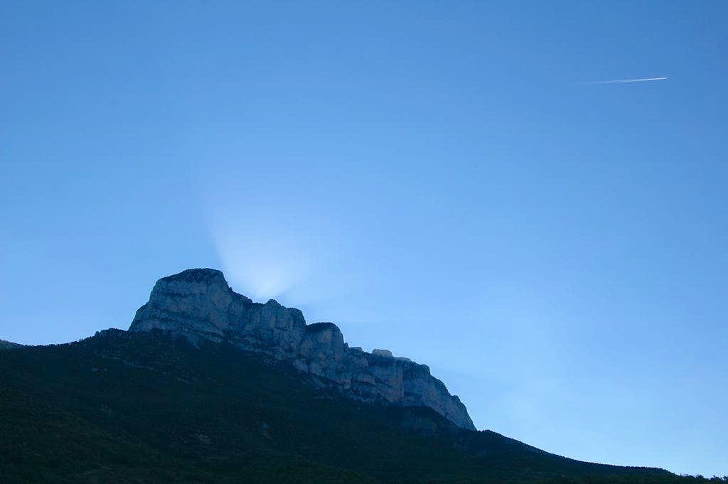 Sunrise behind the Peña Montañesa