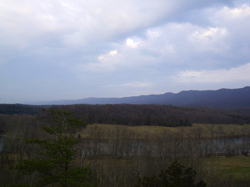Looking along Massanhutten Mountain