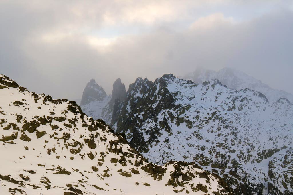 The ridge of Ameal de Pablo from Morezón Bajero