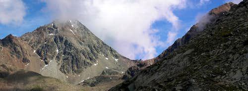 Passo dei Tre Cappuccini <i>3241m</i>, between Monte Emilius <i>3559m</i> and Punta Rossa <i>3400m</i>