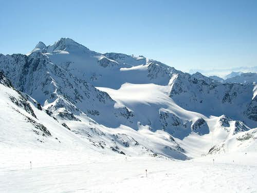 Standard ski route to Zuckerhuetl and Wilder Pfaff