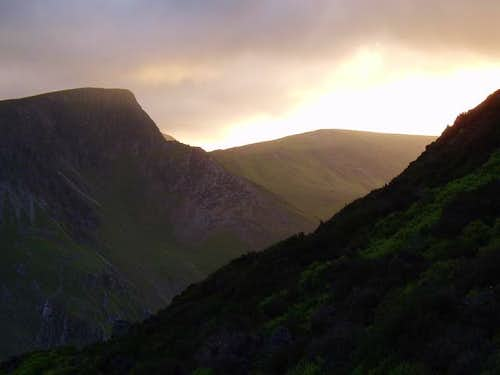 The sun begins to descend over Foel Goch
